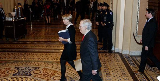 美国国会参议院开始正式审理特朗普弹劾案