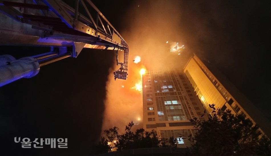 33层高楼烧成火柱!韩国深夜突发大火88人送医 第3张