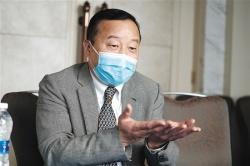 国家卫健委专家组成员管向东:乐观估计武汉疫情或4月底前结束