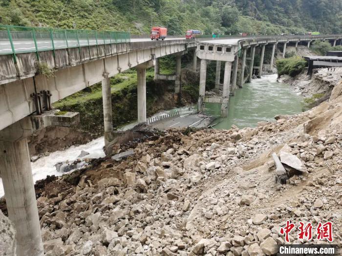四川雅西高速橋梁被落石砸斷:左幅橋梁排危后可實現單幅雙向通行