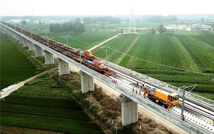 連徐高鐵連云港段雙線鋪軌施工完成