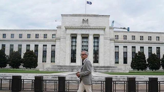 美GDP预测大降,巴菲特开始抛售美企股票!