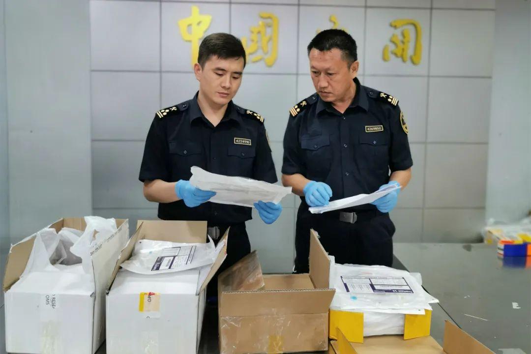 青島流亭機場海關連續查獲4起無證進境醫療器械情事