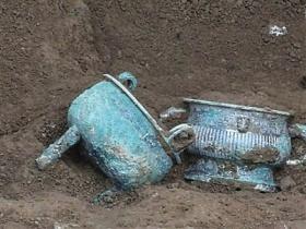 陕西墓地出土罕见文物
