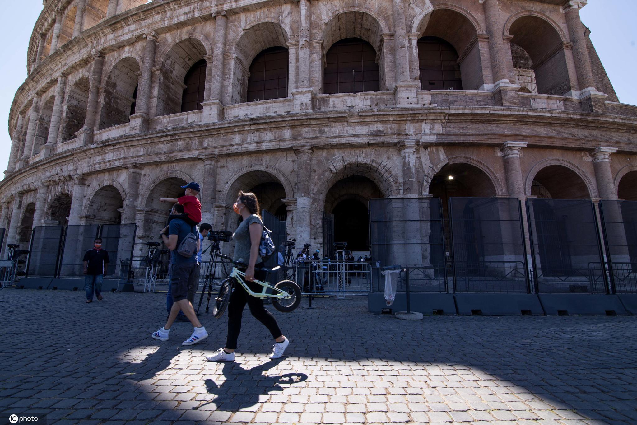 意大利罗马斗兽场开放吸引游客参观