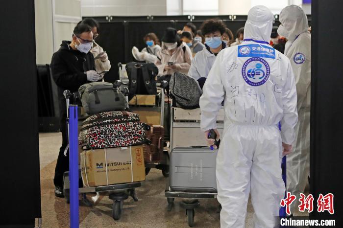 入境上海的中转人员一律在沪集中隔离14天 苏浙皖封闭式转运