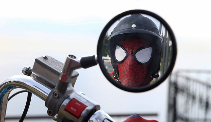 土耳其男子持续3年cosplay蜘蛛侠形神逼真