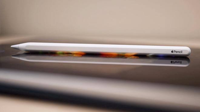 """美国专商局(USPTO)周二授予苹果的一项名为""""带触觉反馈,基于触摸的输入设备""""专利"""