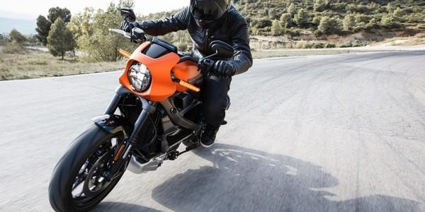 哈雷首款电动摩托车实测:3s左右破百极速可达185/h