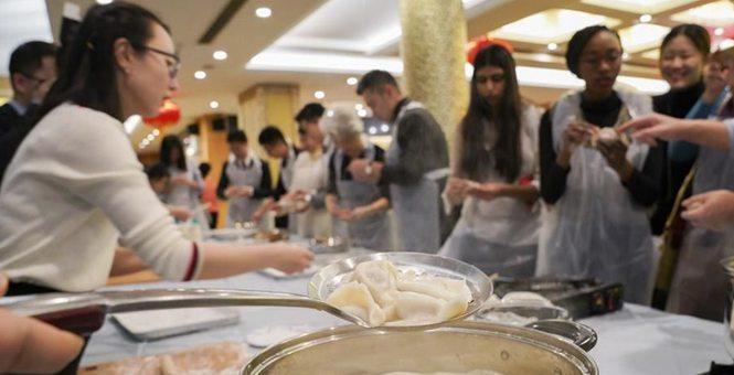 纽约:中外学生联欢庆新春