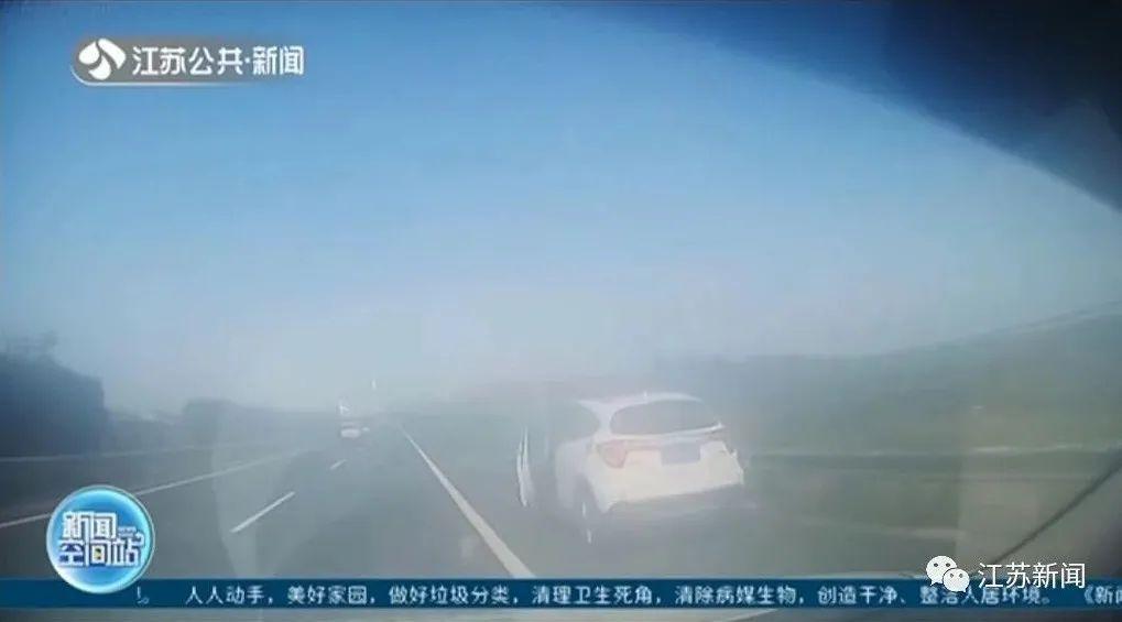 交警发现轿车趴窝前来救援,下一秒直接把车主抓了!