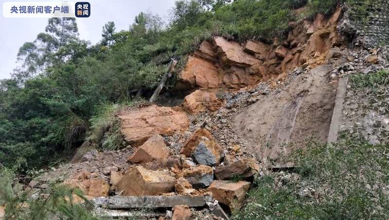 四川成自泸高速自贡往成都方向103公里发生塌方 交通中断