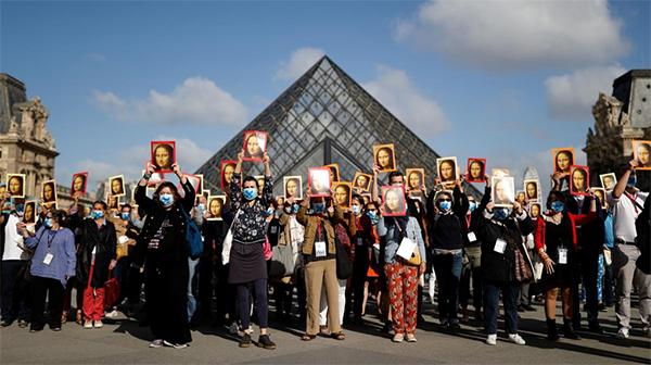 allbet官网娱乐平台开户:没了游客和收入,巴黎导游举起蒙娜丽莎肖像卢浮宫前抗议