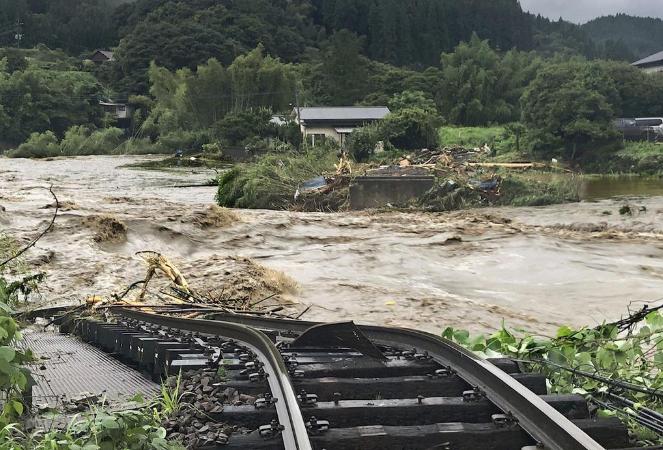 欧博会员开户:直击日本暴雨:52人殒命,140万人被要求逃亡,15座桥被冲垮 第2张