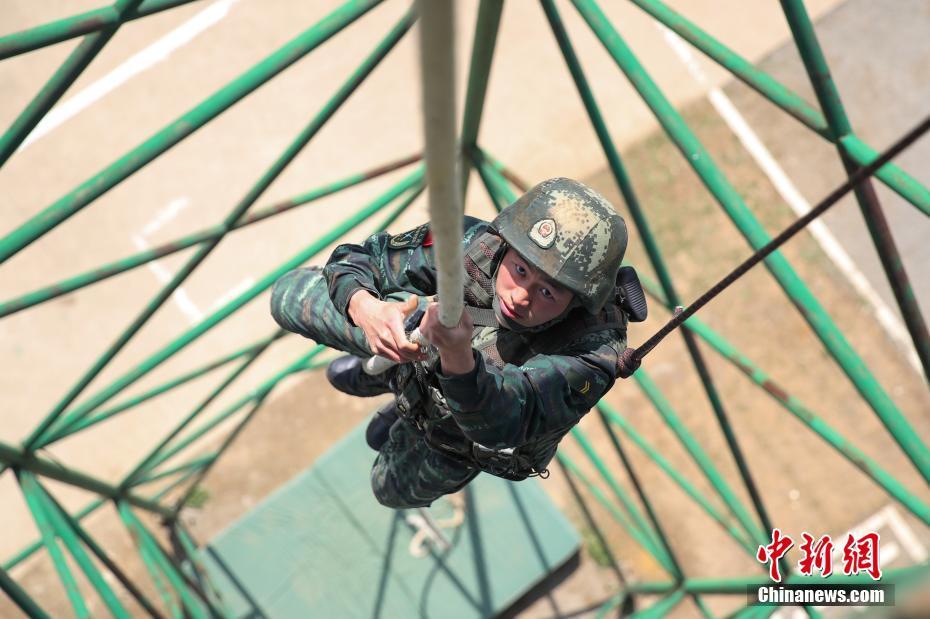 武警贵州总队机动支队特战队员开展训练