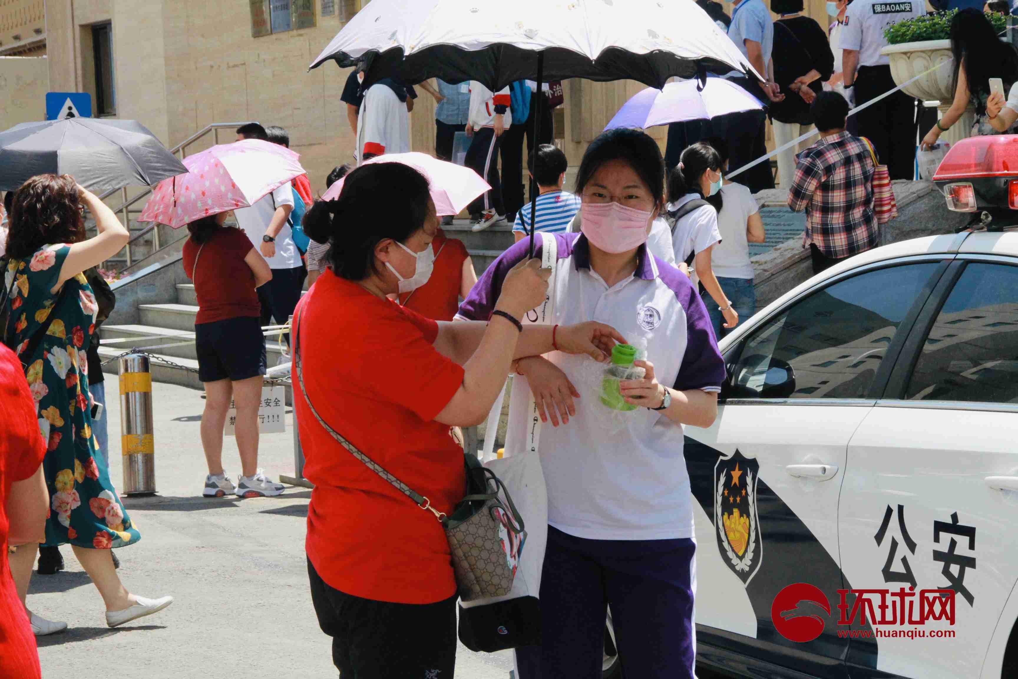 第一场考试结束!北京陈经纶中学考点考生走出考场