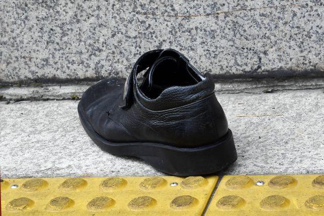 """allbetgaming下载:男子在国会大楼前向文在寅扔鞋被警员带走,称""""让他感受侮辱感和耻辱感"""" 第3张"""
