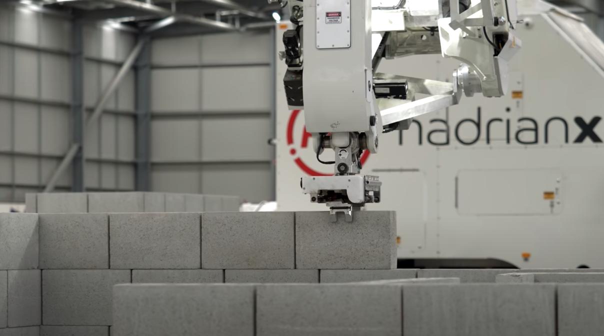 再不努力搬砖都要失业 机器人一小时砌砖200块