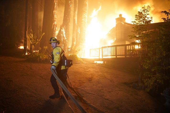 皇冠官网平台:美国加州山火仍在伸张偏激面积跨越142万英亩 第1张