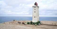 距海岸从200米到仅6米 丹麦百年灯塔因海岸侵蚀被迫迁移