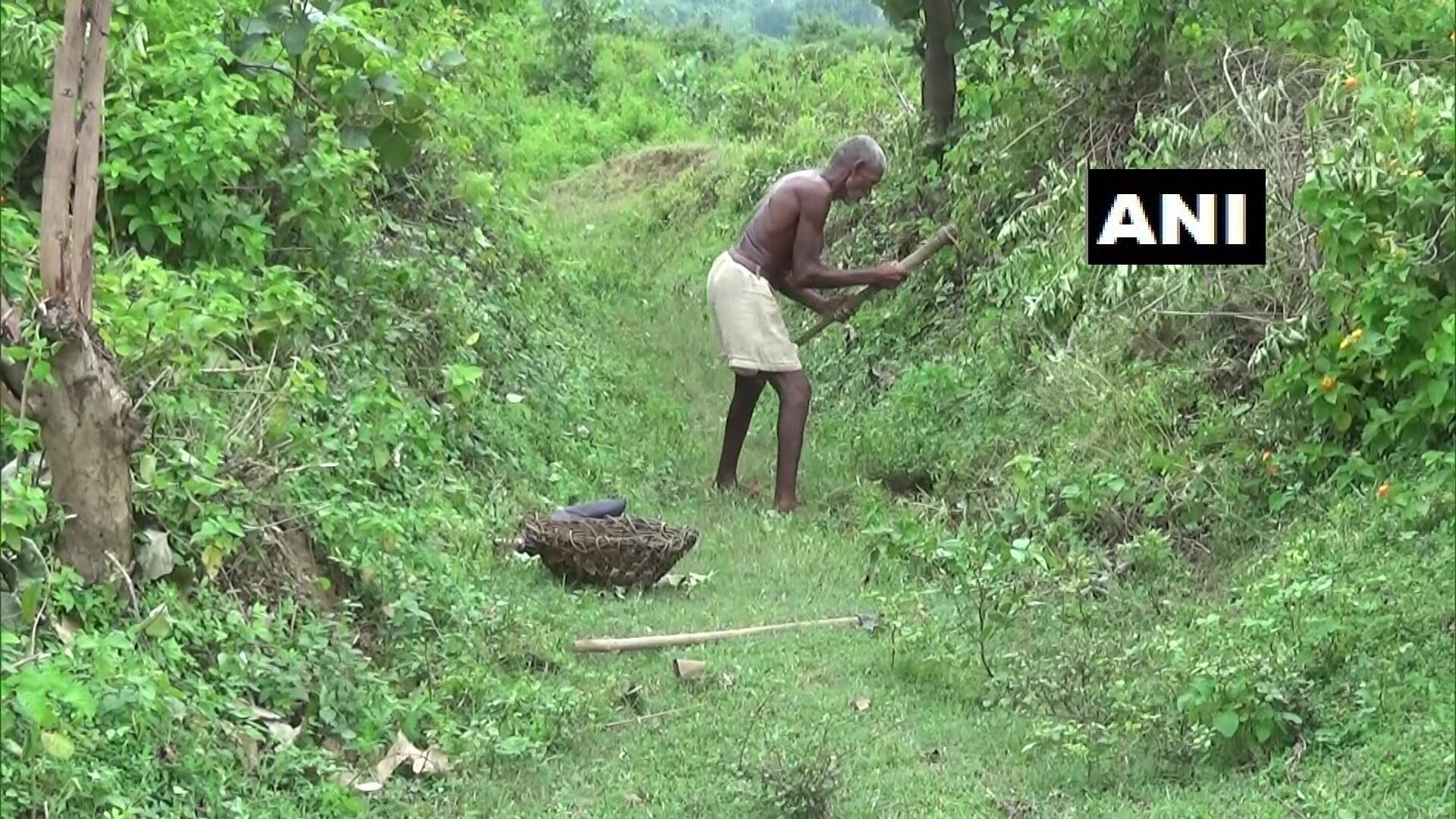 环球ug注册:惠及全村!印度男子花30年挖3公里长水渠,从山上引水到村里 第3张