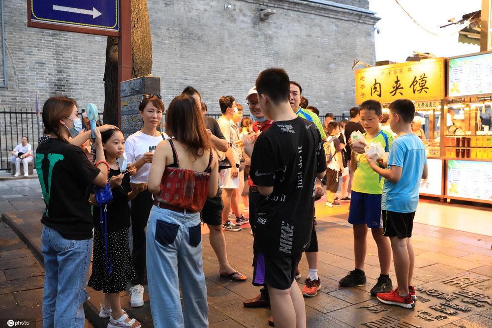 西安回坊街美食飘香吸引吃货暑期夜打卡