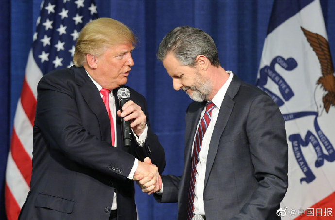 皇冠足球:美国福音派首脑因性丑闻引咎辞职曾在2016年支持特朗普竞选总统 第3张