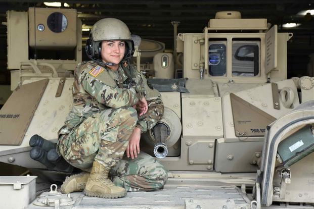 美国陆军把更多女兵送上战斗岗位所有旅级战斗部队都将纳入女兵