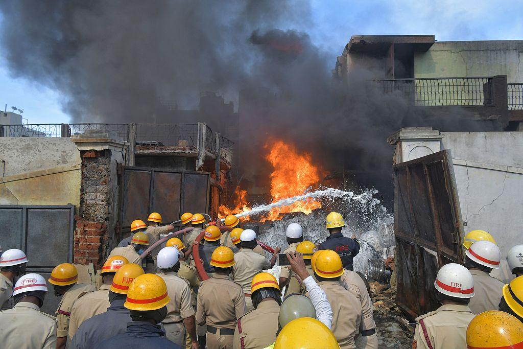 印度班加罗尔一化工厂失火