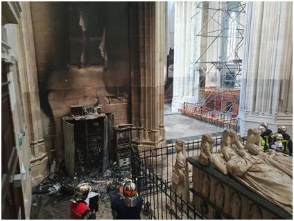 欧博allbet网址:法国南特一大教堂火灾后被毁照片曝光,警方睁开纵火案观察 第3张