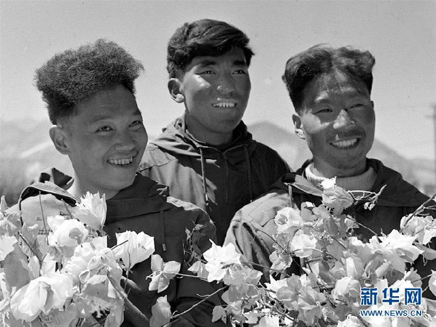 向山而行与山共生——写在中国人首登珠峰、人类首次从北坡登顶珠峰60周年之际