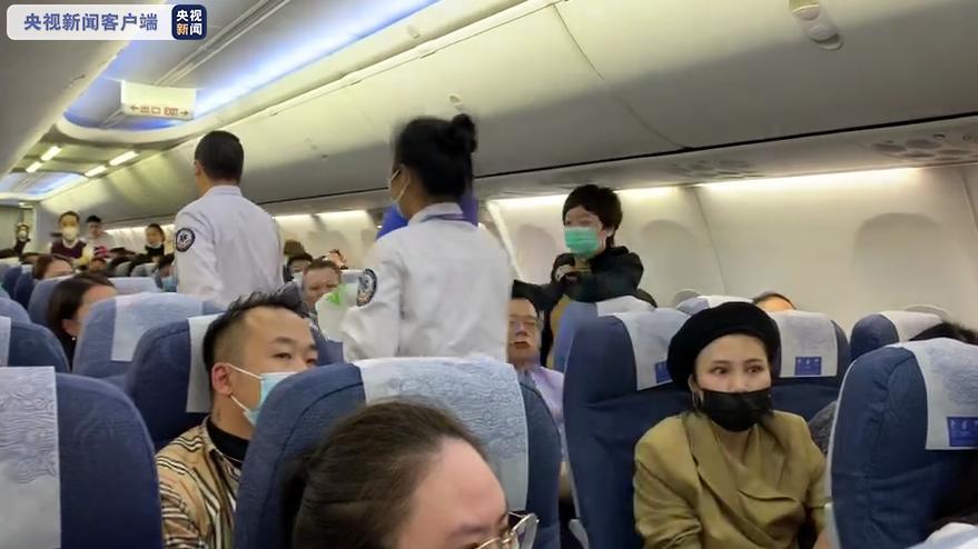 上海飞重庆CA4542航班一乘客突发重病 紧急备降武汉天河机场