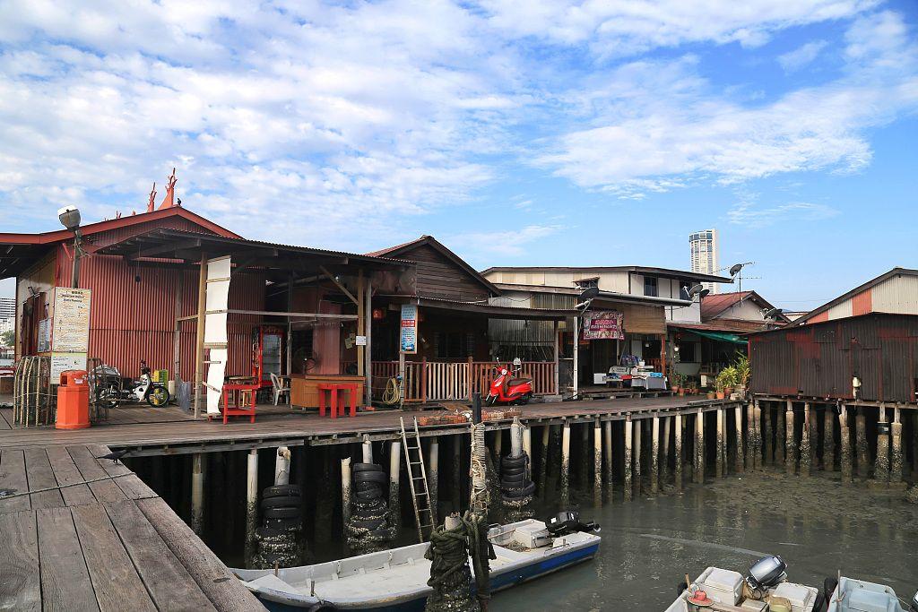 彩色骑楼、海上房屋,这座老城见证时光变迁