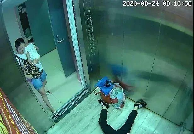 宝宝躺在电梯门口哇哇大哭,妈妈却转头冲进电梯内.....