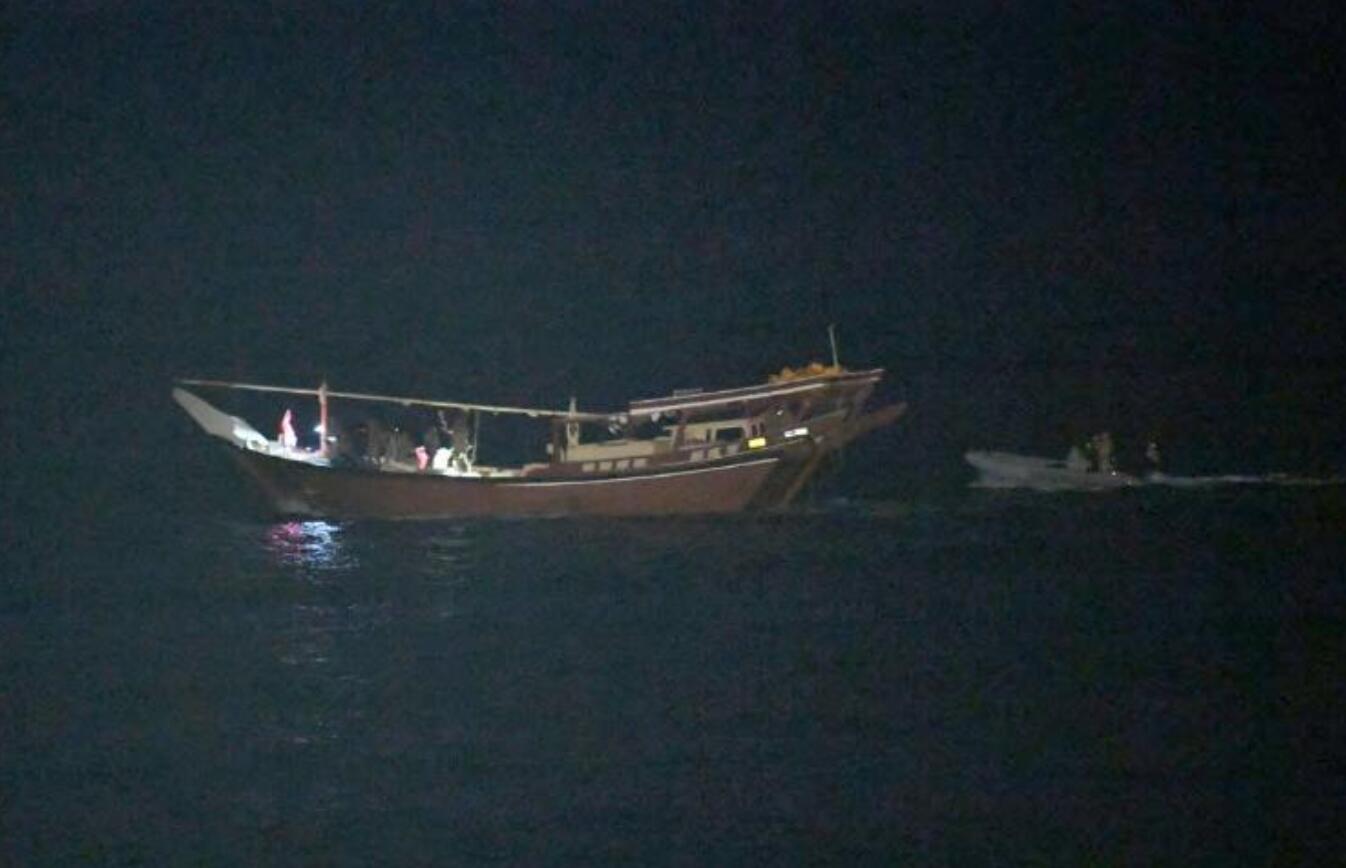 美军舰在海上截获上百枚伊朗导弹,目的地是也门