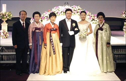 allbet代理:朴槿惠同父异母姐姐朴在玉去世,终年84岁,两人同框照曝光 第3张