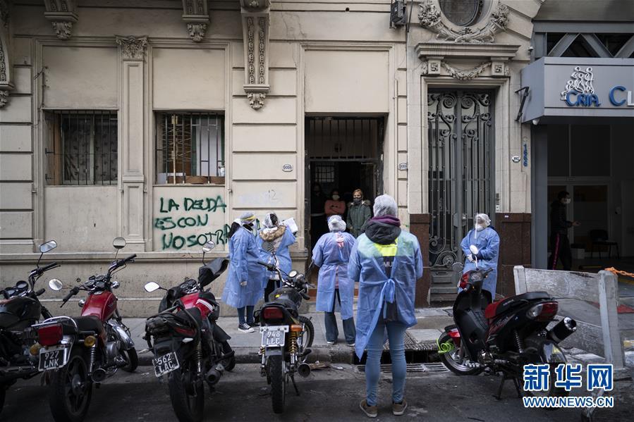 阿根廷流动医生上门进行新冠检测