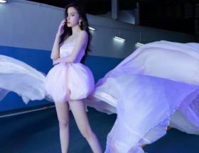 杨颖穿粉色薄纱仙女裙