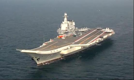 国产航母山东舰最新画面曝光甲板上出现7架歼15舰载机
