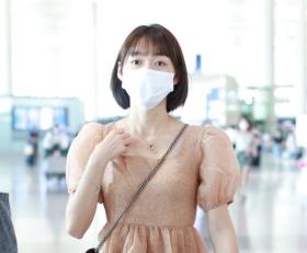 段奥娟穿珊瑚橘色纱裙