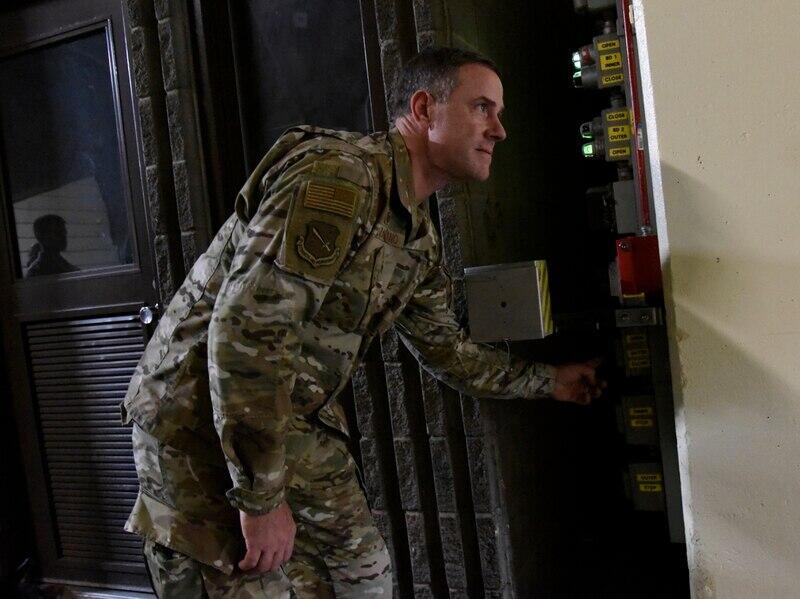 美军太空部队指挥官离奇死亡美军赶紧声明:没新冠感染迹象