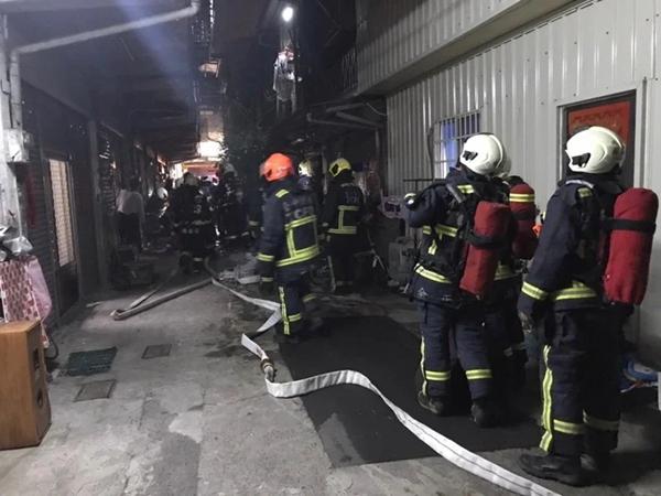 台中市一处民宅凌晨起火 致2人死亡