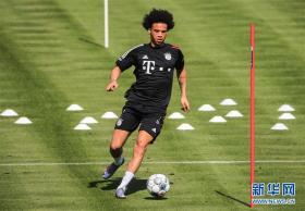 萨内在拜仁参加训练