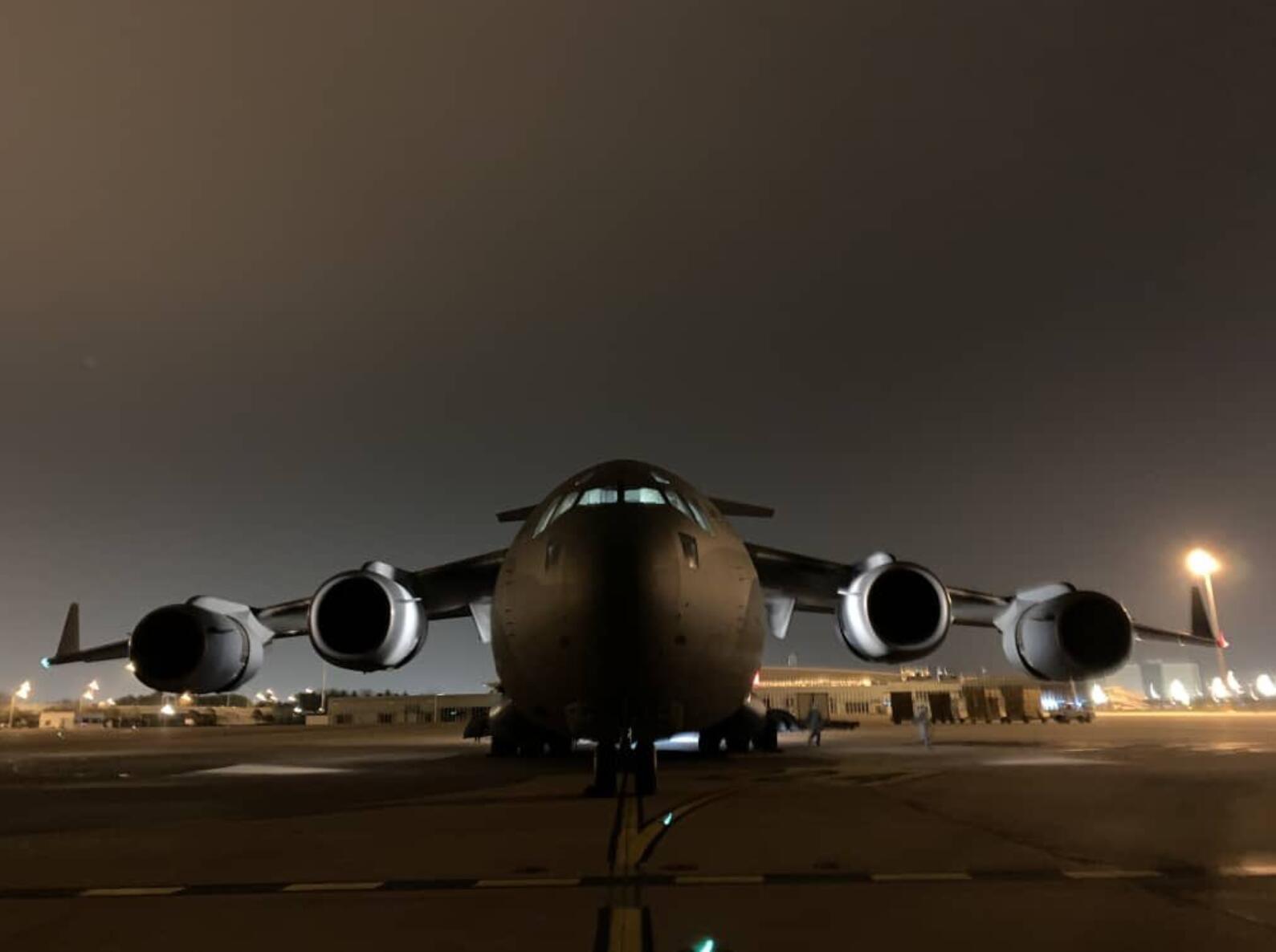 印度空军出动该国最大运输机向武汉运送15吨医疗物资
