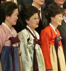 allbet代理:朴槿惠同父异母姐姐朴在玉去世,终年84岁,两人同框照曝光