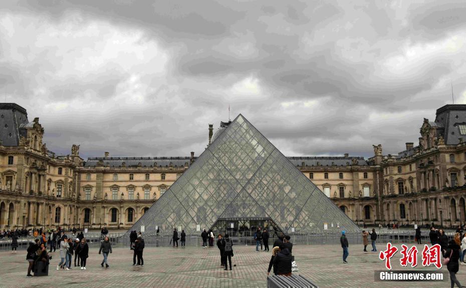 卢浮宫受新冠肺炎疫情影响持续闭馆