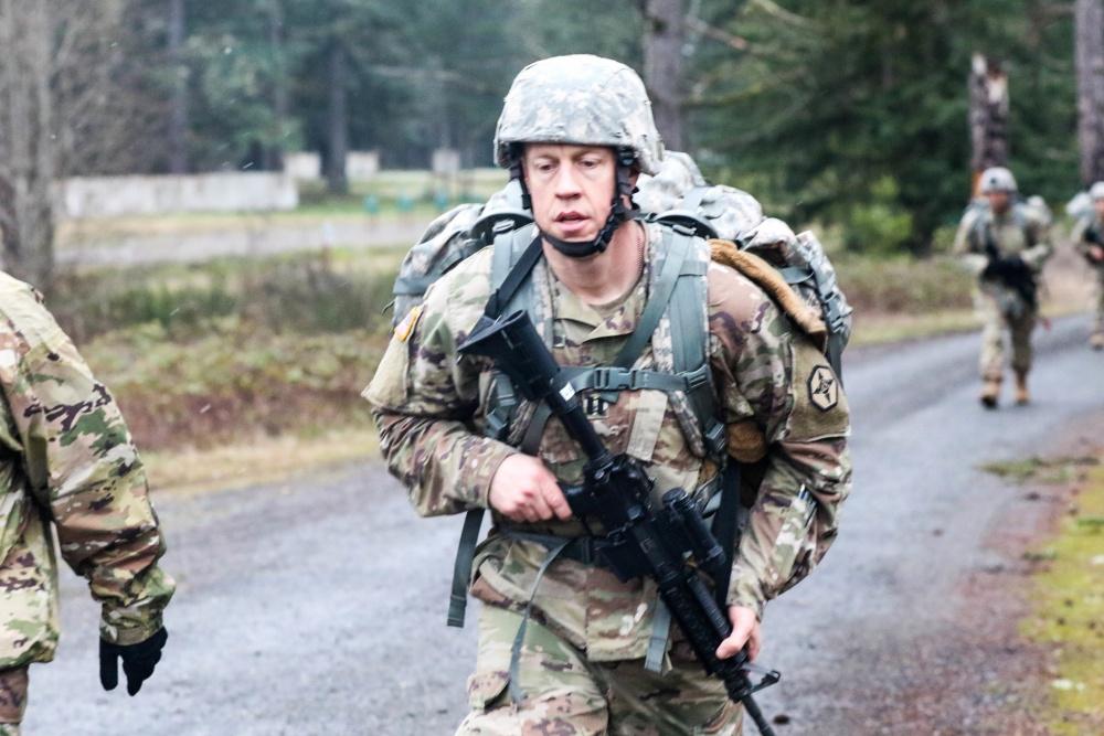 受疫情影响 美国军方关闭征兵站并暂停新兵训练