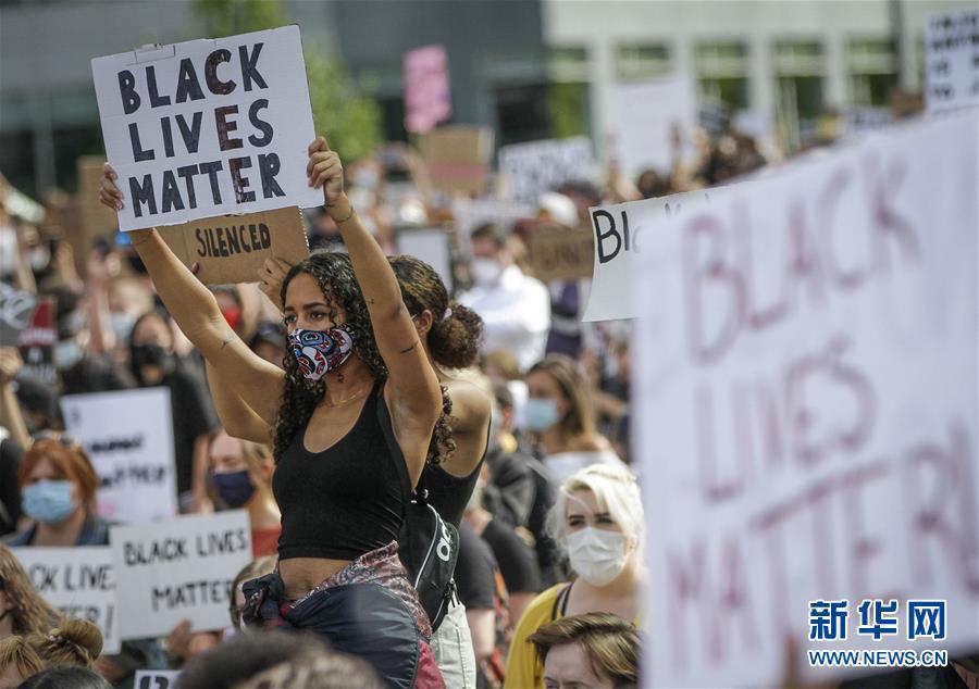 加拿大温哥华举行游行示威反对种族歧视