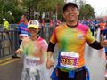 丈夫四年陪跑20多场马拉松助患癌妻子对抗病魔