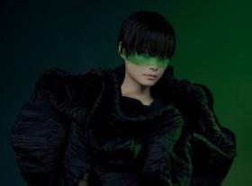 李宇春挑战暗黑时尚风